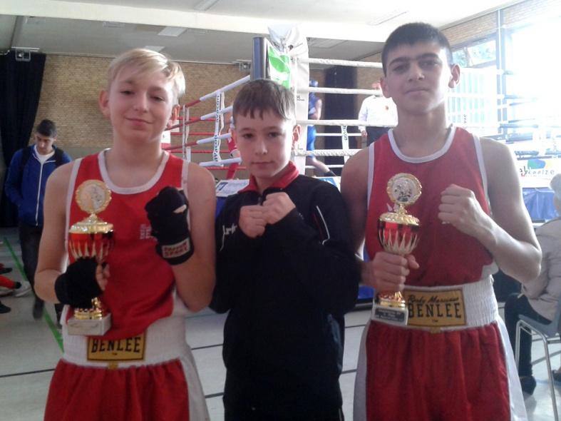 Düsseldorfer Boxer verkaufen sich teuer